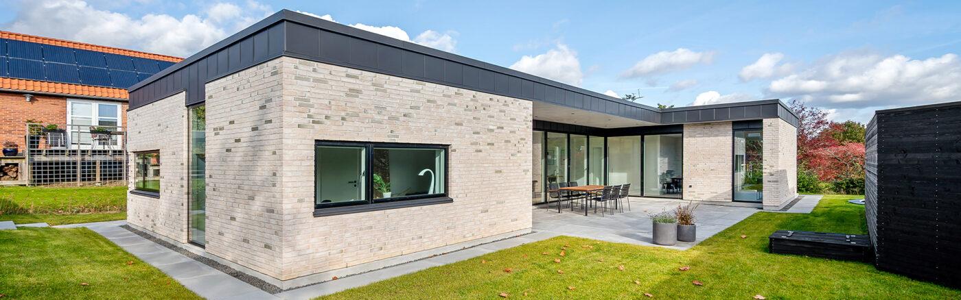 Moderne, arkitekttegnet hus med fladt tag